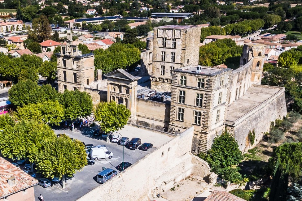 La-Tour-d'Aigues.jpg